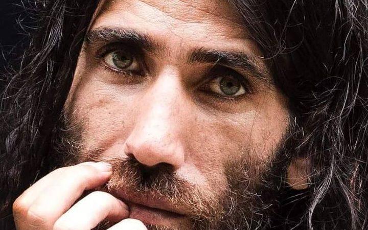 BEHROUZ BOOCHANI: iraniano confinato da 6 anni sull'isola di Manus vince prestigioso premio letterario